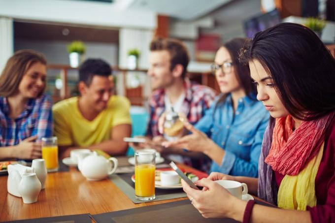 Los españoles hablan 91 minutos al mes a través del teléfono móvil, envían 7 SMS y consumen 882 MB de datos